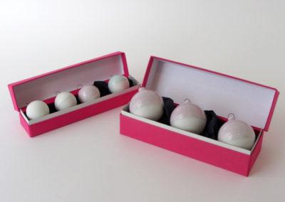 boites-roses-3et4boulles-blancs
